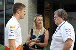 Paul di Resta (Force India), Eddie Irvines Schwester Sonia und Norbert Haug (Mercedes-Motorsportchef)
