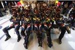 Red-Bull-Team schaut das Rennen