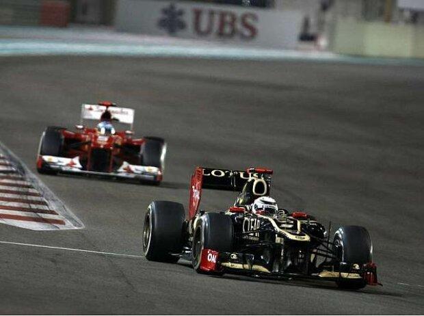 Fernando Alonso jagt Kimi Räikkönen