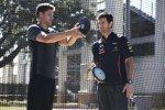 Mark Webber (Red Bull) trifft Trey Hardee, Olympia-Silbermedaillengewinner im Zehnkampf