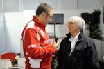 Stefano Domenicali (Ferrari-Teamchef) und Bernie Ecclestone
