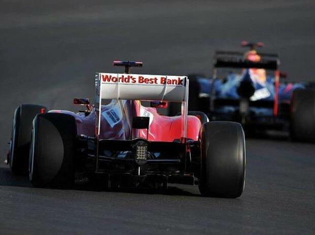 Fernando Alonso jagd Sebastian Vettel
