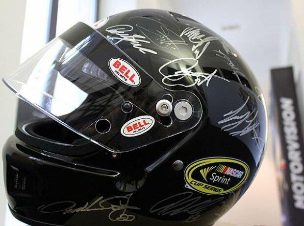 Signierter NASCAR-Helm 2012
