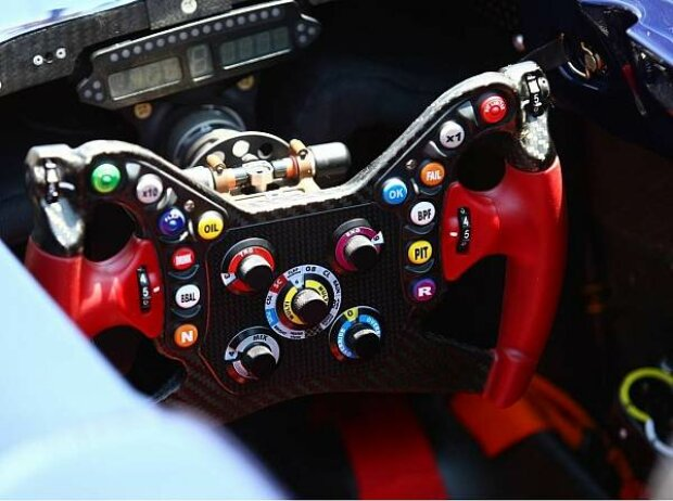 Das Lenkrad des Toro Rosso STR5