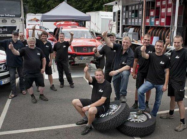 Das HS-Rallye-Team vor dem Start der Rallye Dakar 2013