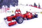 Fernando Alonso, Felipe Massa und der Ferrari F2012 aus dem Vorjahr