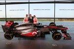 Jenson Button (McLaren), Martin Whitmarsh und Sergio Perez (McLaren)