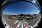 Race Action in Las Vegas mit Danica Patrick (Stewart/Haas) im Mittelpunkt