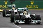 Nico Rosberg vor Lewis Hamilton (Mercedes)