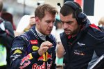 Sebastian Vettel (Red Bull) mit seinem Renningenieur Guillaume Rocquelin