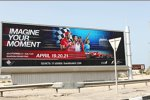 Werbung für den Grand Prix auf dem Weg von der Stadt an die Strecke