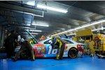 Der Gibbs-Toyota von Kyle Busch mit Motorschaden in der Box