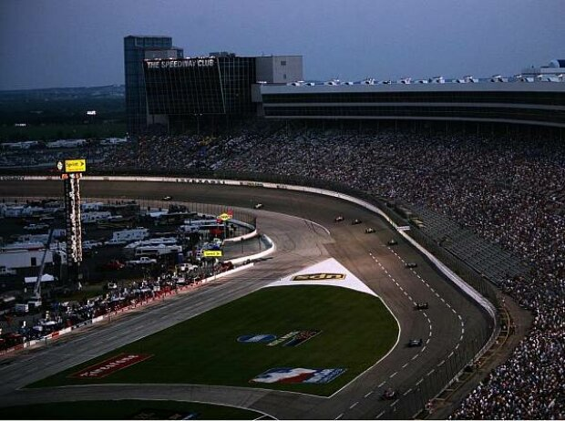 Texas Motor Speedway bei Nacht