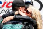 Iowa: Sieger Trevor Bayne und Ehefrau Ashton in der Victory Lane