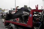 Der Audi R18 von Loic Duval nach dem Crash in Tertre Rouge