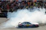 Greg Biffle (Roush) feiert den historischen Ford-Sieg mit einem angemessenen Burnout