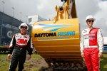 Greg Biffle (Roush) und Trevor Bayne (Wood) beim Beginn der Sanierungsarbeiten von Daytona