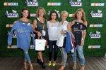 Alyssa Milano (Mitte) mit den besseren Hälften von Kyle Busch, Matt Kenseth, Clint Bowyer und Dale Earnhardt Jr.