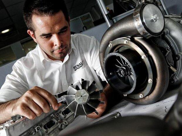 Renault-Techniker bei der Arbeit