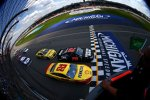Start in Michigan: Joey Logano (Penske) und Kurt Busch (Furniture Row)