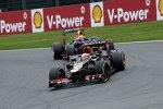 Romain Grosjean (Lotus) vor Mark Webber (Red Bull)