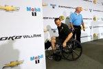 Tony Stewart wie er leibt und lebt: Auch im (vorübergehenden) Rollstuhl zu Scherzen aufgelegt