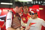 Felipe Massa im Gespräch mit Renningenieur Rob Smedley