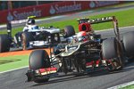 Romain Grosjean (Lotus) vor Valtteri Bottas (Williams)