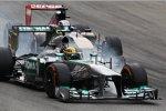 Lewis Hamilton (Mercedes) und Jean-Eric Vergne (Toro Rosso) im Zweikampf