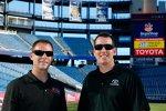 Kyle Busch und sein Gibbs-Crewchief Dave Rogers im Gillett-Stadium der New England Patriots