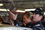 Wechsel ins Ersatzauto: Kurt Busch packt selbst mit an