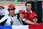 Jules Bianchi (Marussia) mit Fans