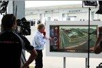 Johnny Herbert bei der Nachbetrachtung des Südkorea-Grand-Prix