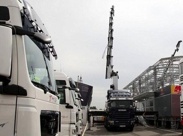 Aufbau, Fahrerlager, Logistik