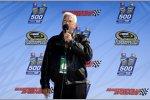 NASCAR-Legende Junior Johnson gibt das Startkommando