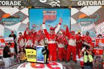 Kevin Harvick jubelt in der Victory Lane