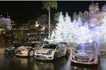 Die vier WRC-Boliden vor dem Casino von Monte Carlo