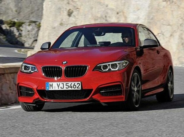das bmw 2er coupe soll sich vom 1er absetzen. Black Bedroom Furniture Sets. Home Design Ideas