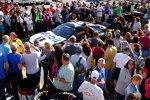 Der Stewart/Haas-Chevy von Tony Stewart auf dem Weg zur technischen Inspektion vor dem Rennen