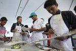 Auch künstlerisch betätigen sich Nico Rosberg und  Lewis Hamilton (Mercedes)