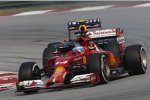 Fernando Alonso (Ferrari) und Daniel Ricciardo (Red Bull)