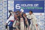 """Toyota-Gruppenbild mit """"Fremdling"""": Mark Webber (Porsche) schleicht sich dazu"""