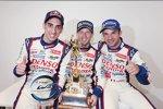 Die Sieger: Sebastien Buemi, Anthony Davidson und Nicolas Lapierre (Toyota)