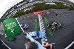 Start zum Toyota Owners 400: Polesitter Kyle Larson (Ganassi) wird gleich in Kurve 1 umgedreht...