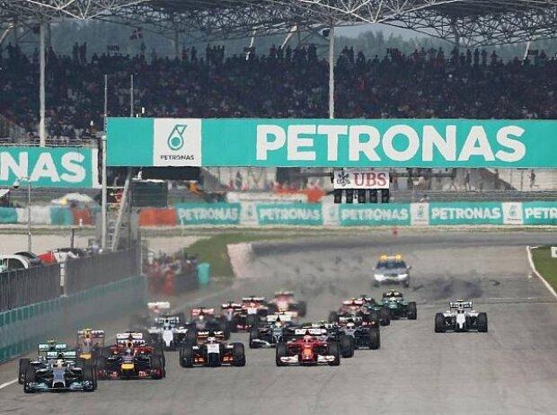 Lewis Hamilton, Start