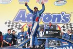 Elliott Sadler in der Victory Lane