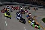 Three-Wide-Racing mit Danica Patrick (Stewart/Haas), Jeff Gordon (Hendrick) und Paul Menard (Childress) vorn