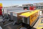 Mercedes- und Renault-Trucks im Paddock