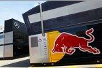 Red-Bull-Truck im Paddock
