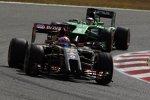 Romain Grosjean (Lotus) und Kamui Kobayashi (Caterham)
